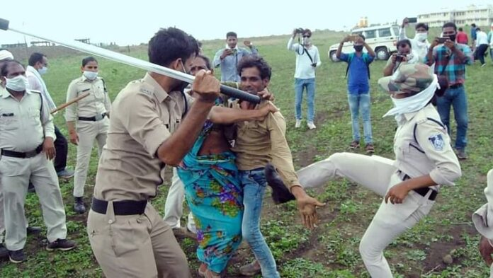 Guna incident highlights the inhumane side of our policemen. (Image Courtesy: Twitter)