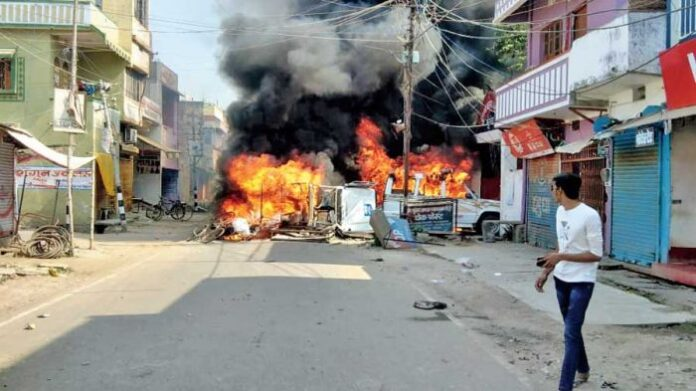 Election Commission of India suspended Munger DM and SP on Thursday as fresh violence erupted. (Image credit: Sanjay Chaudhary/ The telegraph)