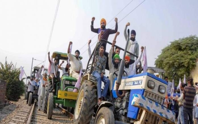 Farmers blocking railway tracks with tractors (File Photo, Image credit: The New Indian Express)