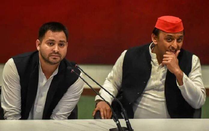 Tejashwi Prasad Yadav and Akhilesh Yadav (R) (File Photo, Image credit: NDTV)