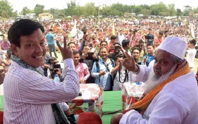 AIUDF chief Badruddin Ajmal (R) addressing a rally in Assam (Image credit: NDTV)