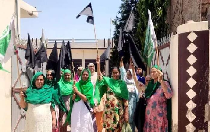 Women shout slogans in Patiala as farmers observed Black Day to mark the completion of six months of their protest against the three farm laws (Image credit: Hindustan Times)